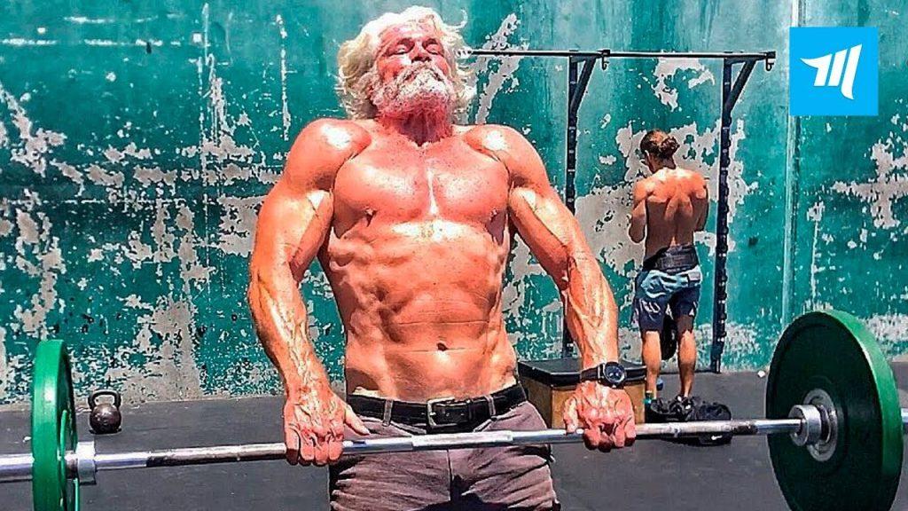 Pete Koch hombre musculoso de la tercera edad